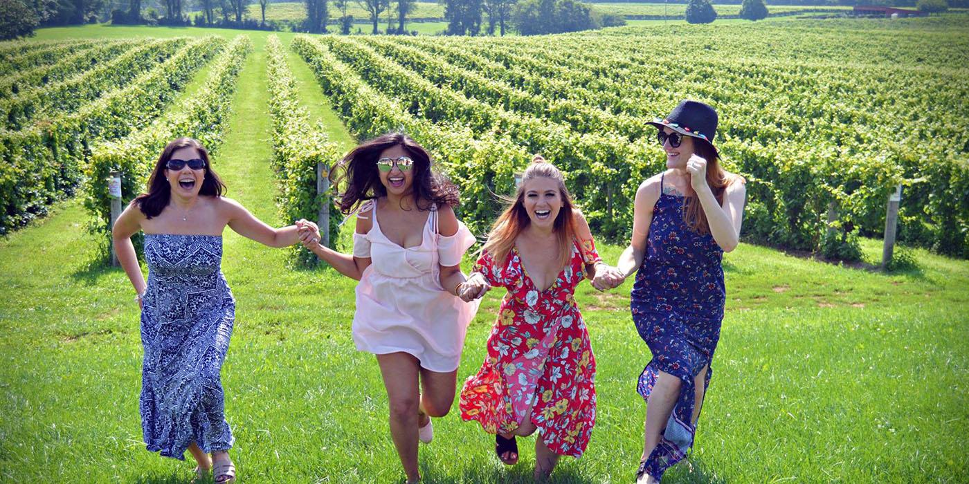 women-in-vineyard